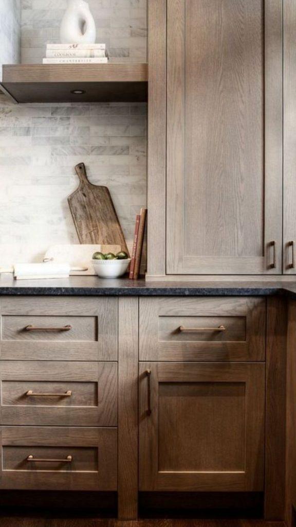Mutfağınıza doğal malzemeler ekleyin. Modern ahşap mutfak